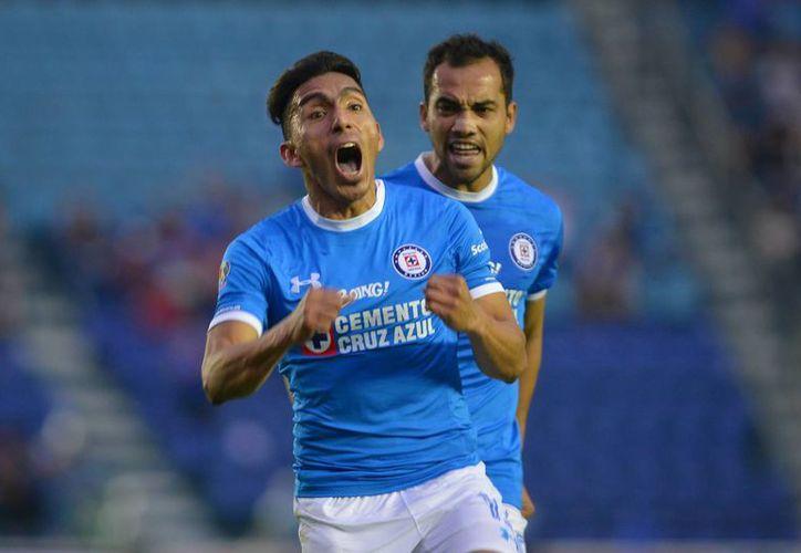Ángel Mena(foto) comandó la victoria del Cruz Azul, luego de anotar un golazo al minuto 65 del duelo ante Jaguares. (Jam media)