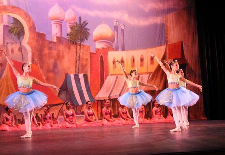 La labor de una bailarina de ballet va mucho más allá de sólo bailar. (Foto: Faride Cetina/SIPSE)
