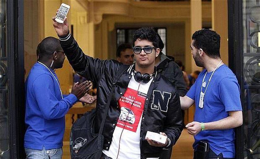 Venta de iPhone 5. (Agencias)
