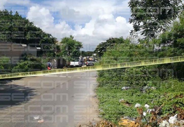 Paramédicos de la Cruz Roja llegaron a la zona para confirmar el deceso de la persona. (Luis Hernández/ SIPSE)