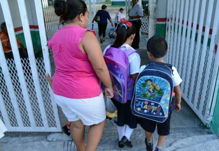 Las cuotas 'voluntarias' se han vuelto obligatorias en la mayoría de las escuelas de Yucatán. (Archivo/ SIPSE)