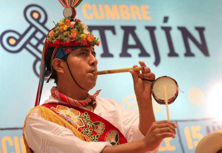 En un hecho sin precedentes, Cumbre Tajín se convierte en el primer festival latinoamericano que entabla intercambio cultural con el festival creado por Michael Eavis. (Archivo Notimex)