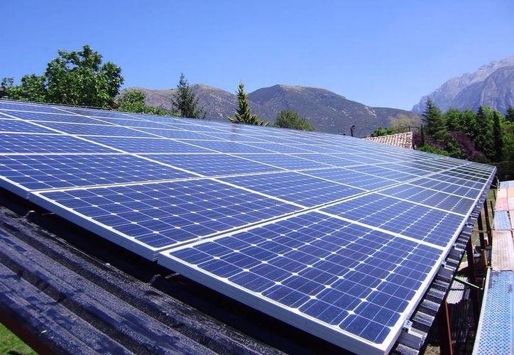 Los paneles solares son utilizados ya en algunas casas o empresas para aprovechar la energía de los rayos del sol. (Foto de Contexto/Internet)