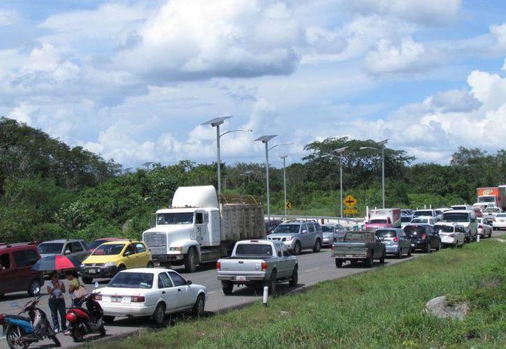 Maestros levantaron el bloqueo a la carretera federal Felipe Carrillo Puerto-Tulum. (Archivo/SIPSE)