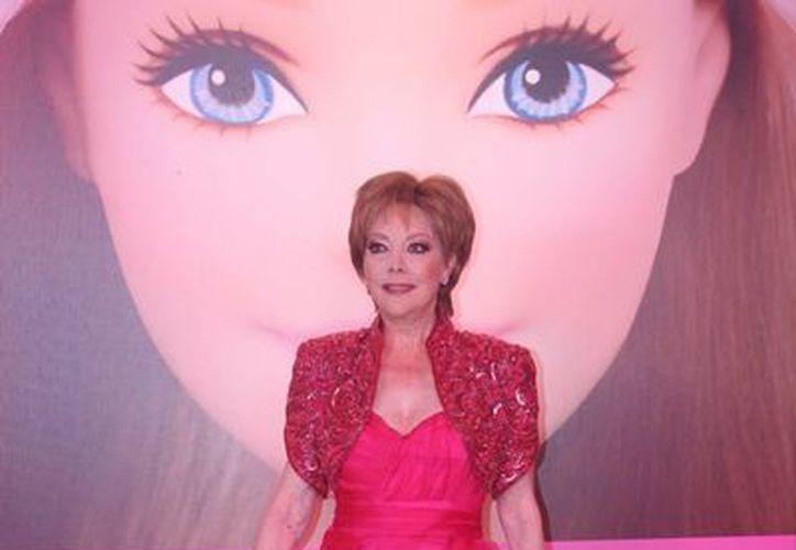Al recibir su Barbie Award la primera actriz Jacqueline Andere lo dedicó a su hija Chantal y a sus nietos.  (Notimex)