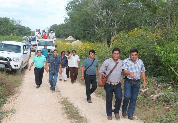 Los comisarios se organizan con los representantes de la red de ejidos. (Raúl Balam/SIPSE)