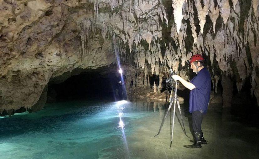El fotógrafo de Nationa Geographic Carsten Peter realizó una sesión fotográfica en cavernas de la Riviera Maya, (Octavio Martínez/SIPSE)