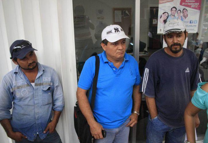 Una decena de trabajadores eventuales del municipio interpusieron su demanda ante la Junta Local de Conciliación y Arbitraje. (Harold Alcocer/SIPSE)