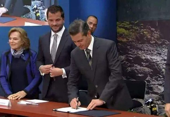 Enrique Peña Nieto firma decreto para la creación del Parque Nacional de Revillagigedo. (Foto: Notisistemas)