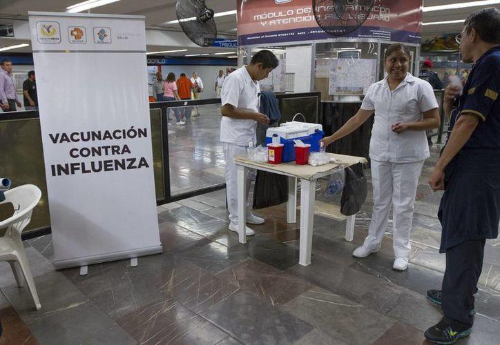 La información generada en redes sociales es de gran ayuda en casos de contingencia. En la imagen, un centro de vacunación contra la influenza, durante la campaña en 2015, en la Ciudad de México. (Archivo/Notimex)