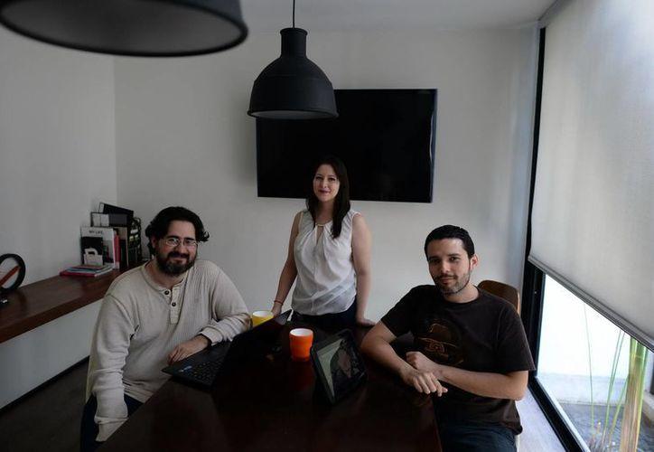 Daniel Irabién, guionista;  Mariel Buenfil, animación, y Miguel Villasuso,  director de fotografía, asistirán a Guadalajara a presentar el corto. (Luis Pérez/SIPSE)