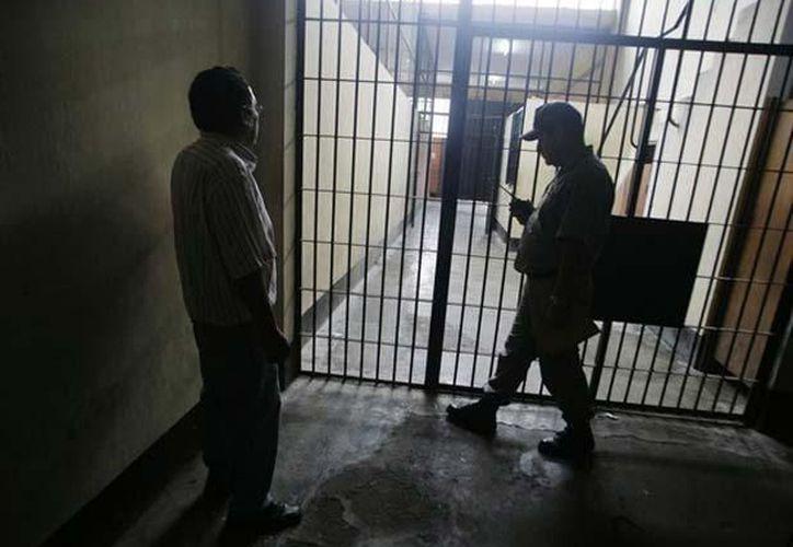 La diferencia entre unos y otros son los recursos para sobrevivir en la cárcel, principalmente, el dinero. (terra.com.mx)