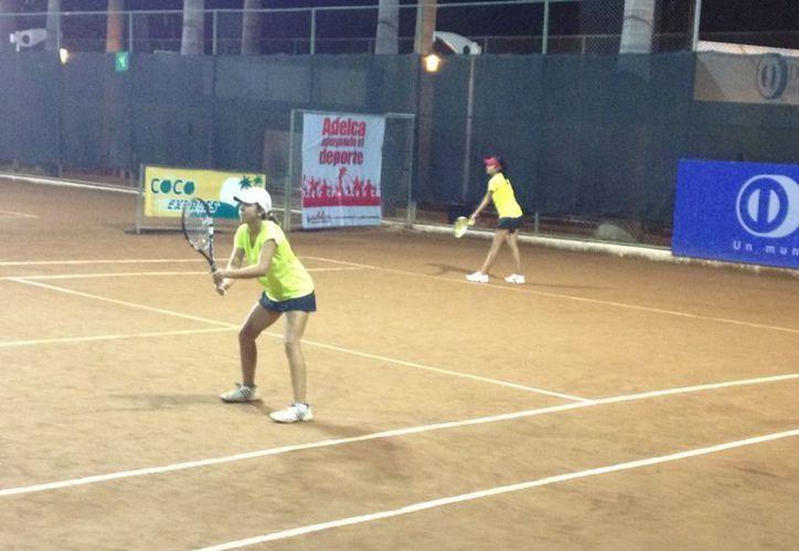 La pareja Itza Trabulse de México y Michael Cordero de Guatemala dejan fuera de dobles a las mejores. (Redacción/SIPSE)