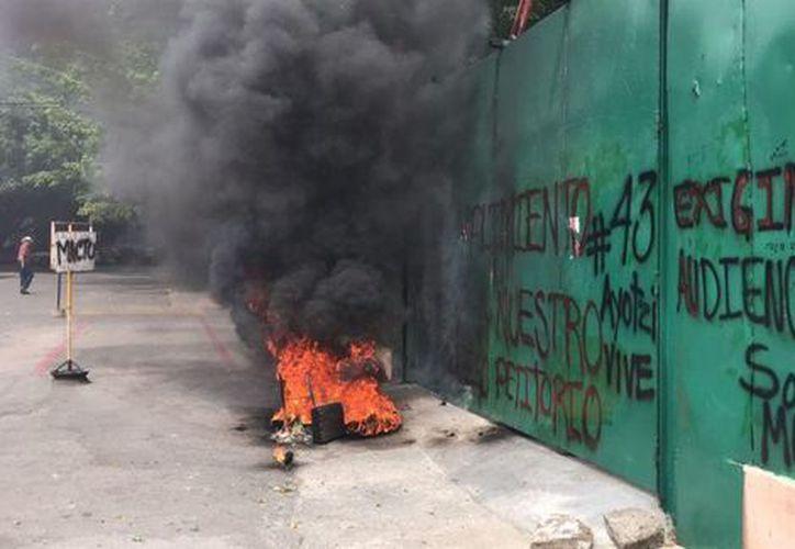 Tras la protesta, los estudiantes se retiraron en autobuses de transporte público secuestrados. (Milenio)