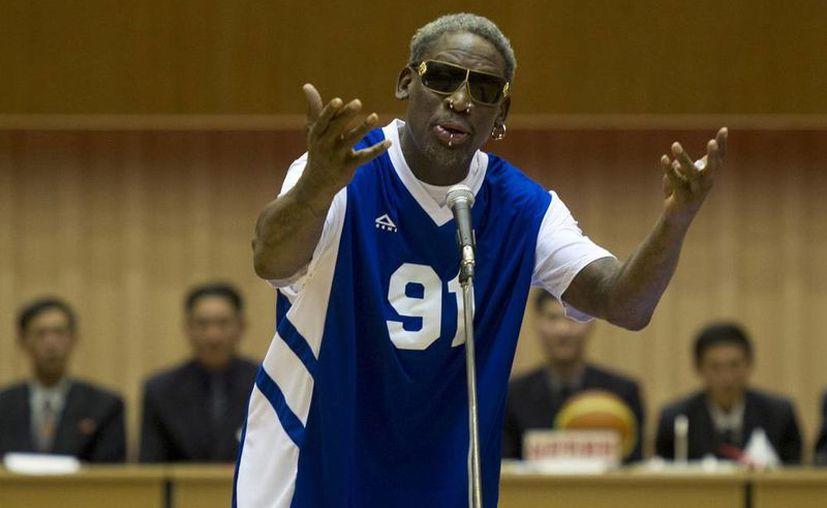 El 'gesto' de Dennis Rodman de cantarle 'Happy Birthday' al líder de Norcorea Kim Jung Un, fue aplaudido por los 14 mil asistentes al partido de exestrellas de la NBA. (Agencias)