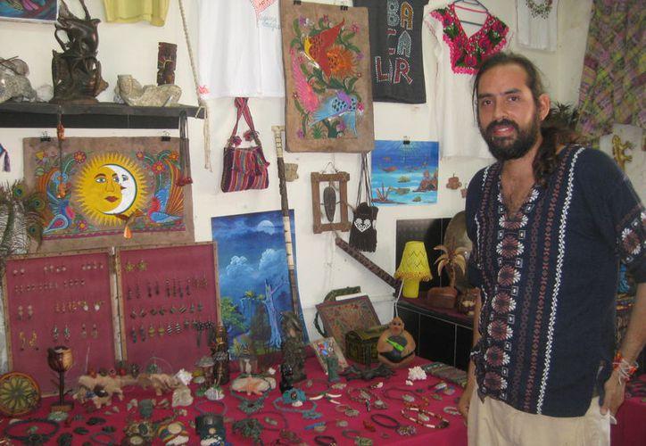 Artesano de Buenavista vende a empresa de Cancún, 200 piezas al mes y se encuentran en pláticas para incrementar la producción. (Javier Ortiz/SIPSE)