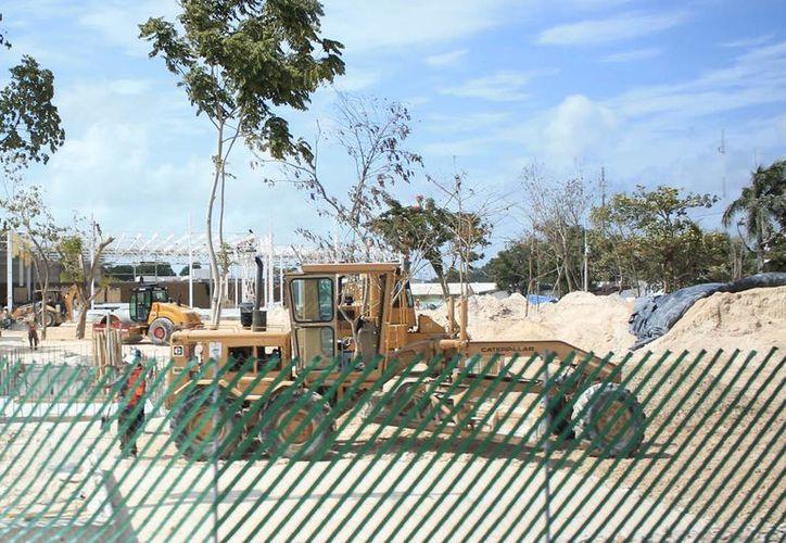 La construcción de los nuevos centros comerciales en Chetumal y Cancún, generarán empleos en el Estado. (Harold Alcocer/SIPSE)