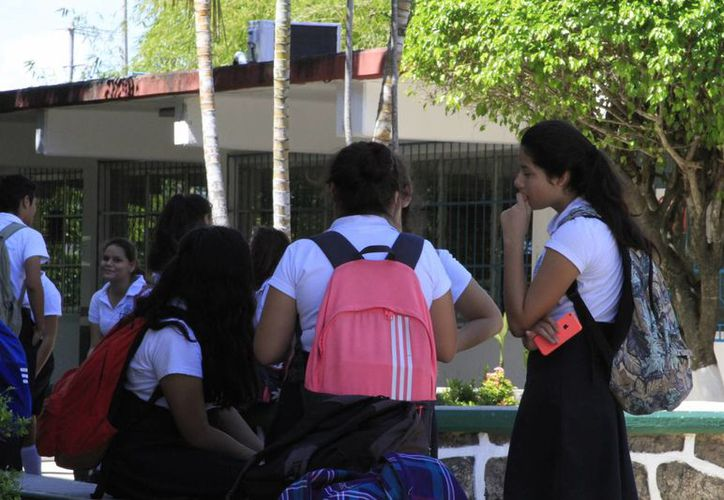 Serán 191 jóvenes estudiantes, que sean madres o se encuentren embarazadas, las beneficiadas con la beca. (Ángel Castilla/SIPSE)