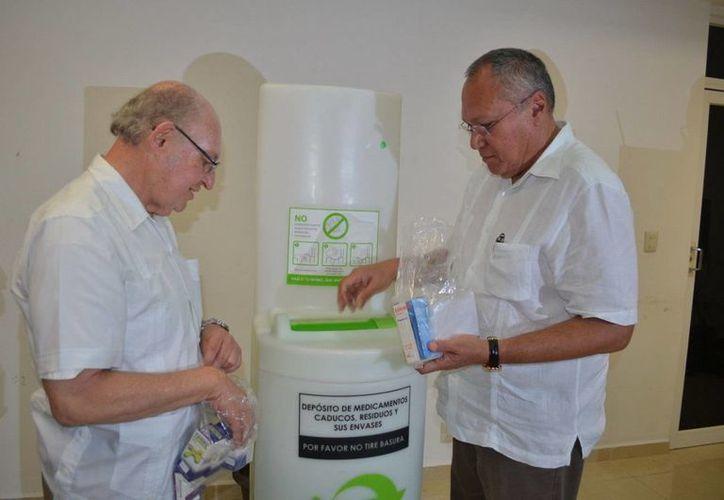 El secretario estatal de Salud, Rafael Alpuche y el director de Singrem, Jorge Lanzagorta Darder abanderaron el inició del programa. (Cortesía/SIPSE)