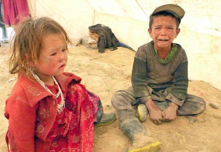 Entre las víctimas de la tragedia en Afganistán también hay todavía un número no calculado de niños. (Efe)