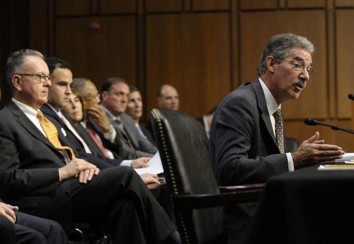 El subsecretario general de Justicia, James Cole, testifica ante la Comisión Judicial del Senado en Washingotn. (Agencias)