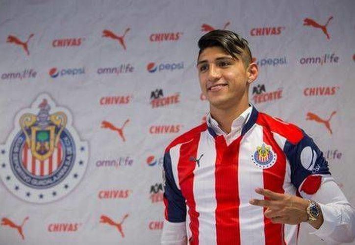 Alan Pulido usará el dorsal número 9 con el conjunto de las Chivas, durante el resto de la Temporada Apertura 2016. (Foto tomada de Facebook/Chivas)