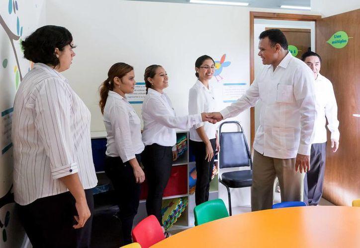 El gobernador Rolando Zapata Bello en recorrido por la Unidad de Psicología Especializada en Asuntos Jurídicos. (SIPSE)