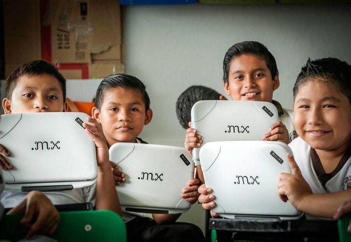 La primera etapa del programa Micompu.mx se entregaron 240,000 equipos, en 3 estados. (Archivo/YouTube)