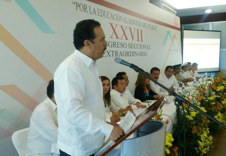 Oscar Martín Ramos, presidente de los trabajos del Congreso extraordinario, durante el evento en un hotel del Paseo de Montejo. (José Acosta/Milenio Novedades)