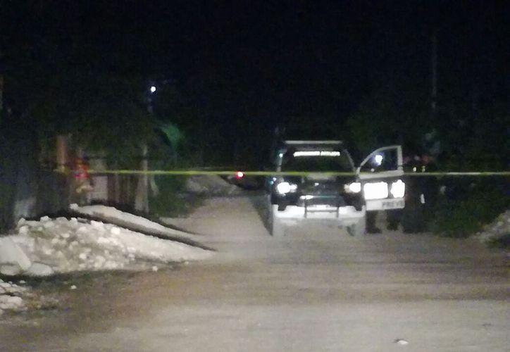 Un hombre perdió la vida tras ser atacado con un arma de fuego la noche de ayer en Puerto Morelos. (Redacción/SIPSE)