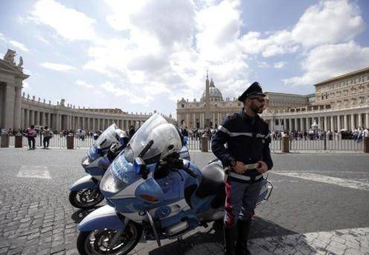 Como pocas veces antes se han tomado medidas de seguridad en el Vaticano, esto tras los atentados terroristas en París, y la próxima celebración del Jubileo. (Archivo AP)