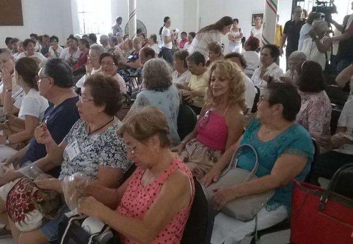"""Hospiten Cancún, continuó con los festejos del Día del Abuelo y ofreció una interesante plática denominada: """"Un café con tu doctor""""."""