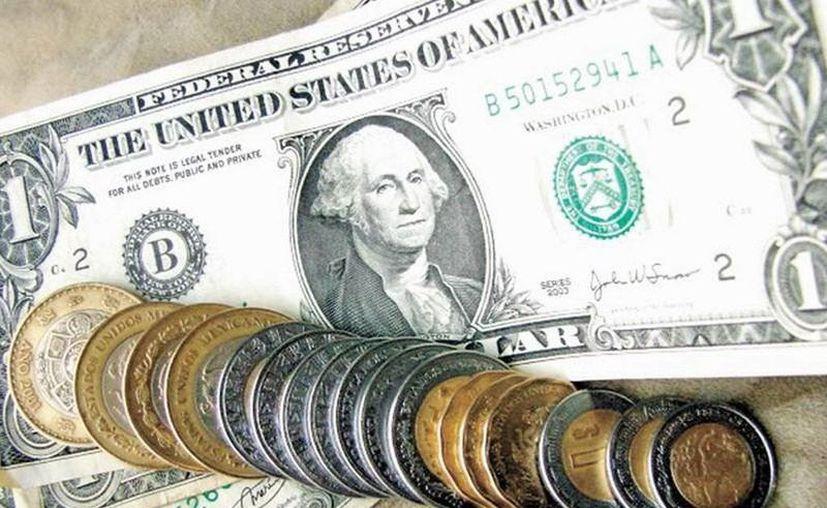 En México, el peso ha registrado las peores pérdidas ante el dólar en las últimas semanas. El miércoles, perdió el 0.93 % de su valor. (noticiasnet.mx)