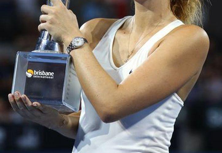 María Sharapova derrotó 6-7 (4), 6-3, 6-3 a la serbia Ana Ivanovic en la final del torneo de Brisbane. (AP)