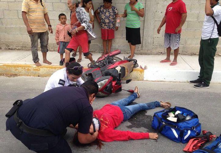 Una mujer fue atropellada en Chicxulub Puerto. El conductor de la camioneta que causó el accidente se fugó. (Gerardo Keb/SIPSE)