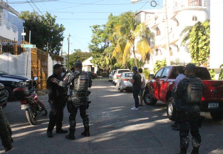 Unos niños hallaron a los dos hombres baleados, informaron a sus padres y llamaron a los policías. (Fotos: Redacción)