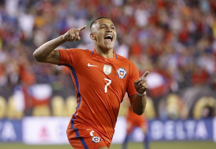 Alexis Sánchez marcó dos goles al 50 y 89 para que Chile goleará esta noche a Panamá. (AP)