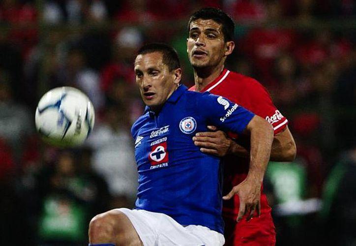 Christian Giménez reconoce que Cruz Azul no ha estado bien en este torneo, pues no ha logrado dos triunfos seguidos ni ha ganado de visitante. (AP)