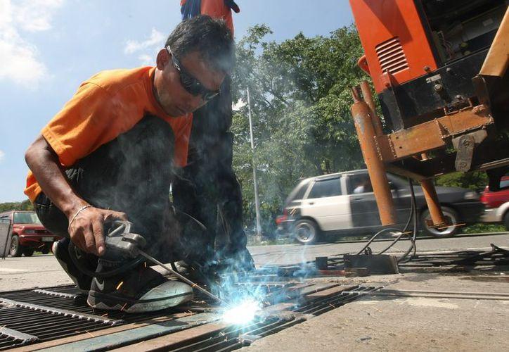 Para 2020 Canadá necesitará 320,000 trabajadores más en el sector de la construcción. (EFE)