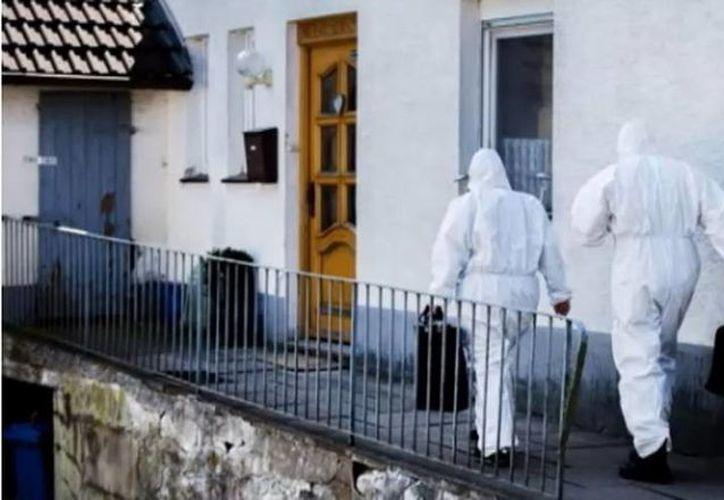 La policía allanó la casa donde la pareja mantenía cautivas a las mujeres para torturarlas. (euronews.com)