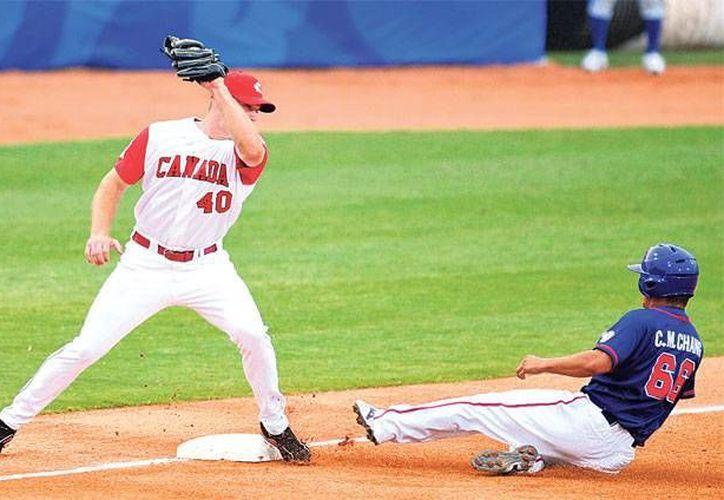 El béisbol regresaría a los juegos olímpicos en 2020, después de ser excluido en las últimas olimpiadas. En la foto: Acciones de los partidos de béisbol olímpico celebrado por última ocasión en Beijing 2008. (AP)