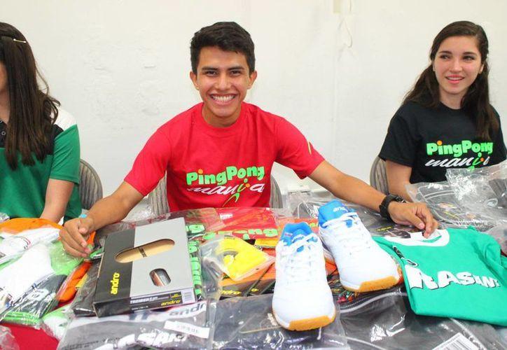 Imagen de José Ricardo Villa Can, quien fue uno de los atletas que recibió artículos de la empresa 'Ping Pong manía'. (Milenio Novedades)