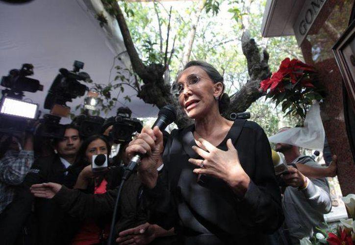 Florida Meza durante la misa del aniversario luctuoso del comediante, Roberto Gómez Bolaños, quien en 2014 falleció en su residencia de Cancún. (EFE)