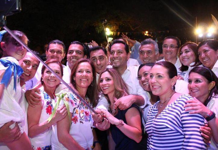 Josefina Vázquez Mota y Margarita Zavala, junto con Gustavo Madero, encabezaron el mitin panista de esta noche en Mérida. (SIPSE)