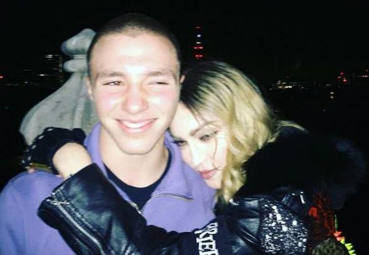 La detención de Roco, hijo de Madonna, fue ocultada por varios meses hasta que este miércoles se filtró la información a los medios.(Foto tomada de Instagram/Madonna)