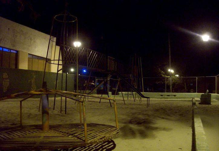 Los sisaleños afirman que en el parque infantil ven el fantasma de una joven. (Jorge Moreno/SIPSE)