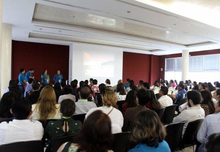 Los endodoncistas participaron en diversas pláticas durante el evento en un conocido hotel de Paseo de Montejo. (Milenio Novedades)