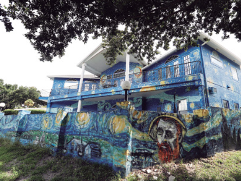 The painted exterior of the home of lubomir Jastrzebski and nancy Memhauseer in Mount Dora, Fla. (AP)