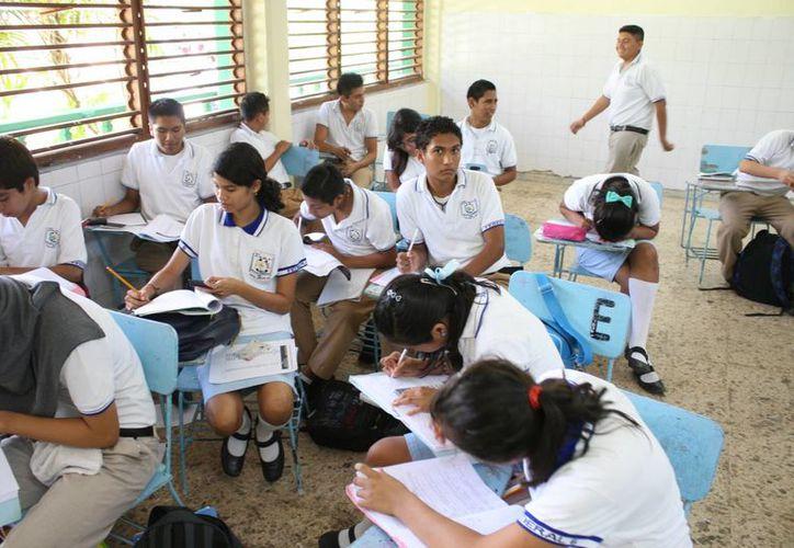 Quintana Roo tiene una tasa de 4.5 de jóvenes entre 12 y 14 años inscritos en secundaria que logran terminar sus estudios. (Tomás Álvarez/SIPSE)