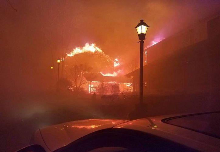 Vista de una zona afectada por un incendio forestal en Gatlinburg, Tennessee. (EFE)